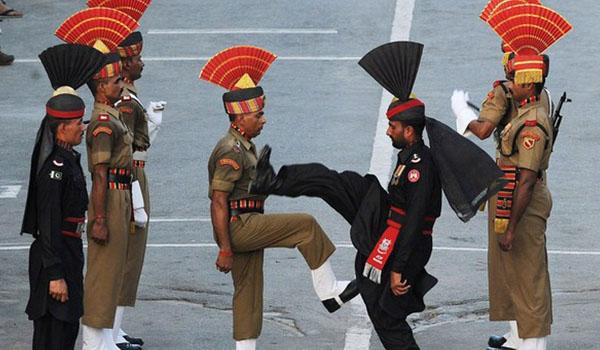 Cérémonie du drapeau à la frontière Indo-Pakistanaise